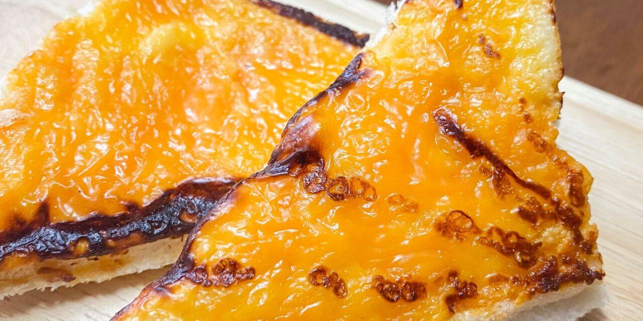 ขนมปังหน้าชีสสส   จาก EZY Taste ชีสแน่นอร่อยเต็มคำ หาซื้อได้ที่เซเว่นทุกสาขา